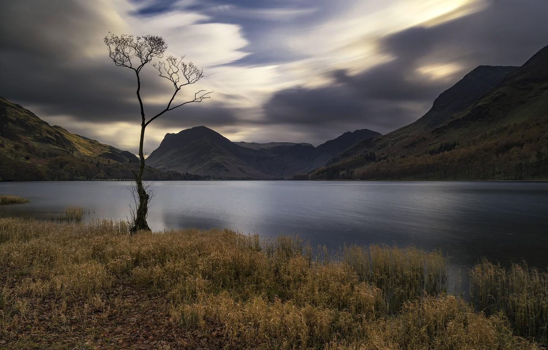 Фото обои трава, горы, природа, озеро, пасмурная погода
