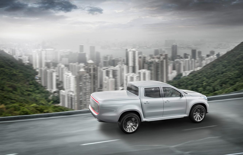Фото обои дорога, белый, небо, горы, город, движение, растительность, Mercedes-Benz, пикап, X-Class Concept