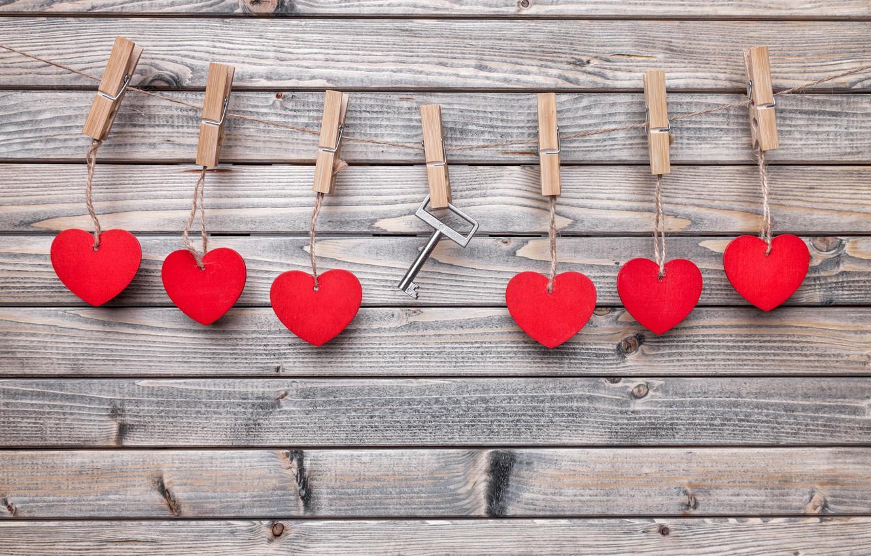 Фото обои любовь, романтика, веревка, ключ, сердечки, love, heart, wood, прищепки, key, romantic, валентинки