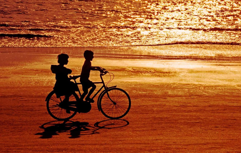 Фото обои море, велосипед, дети, берег, Индия, силуэт, блик, Гоа, пляж Палолем