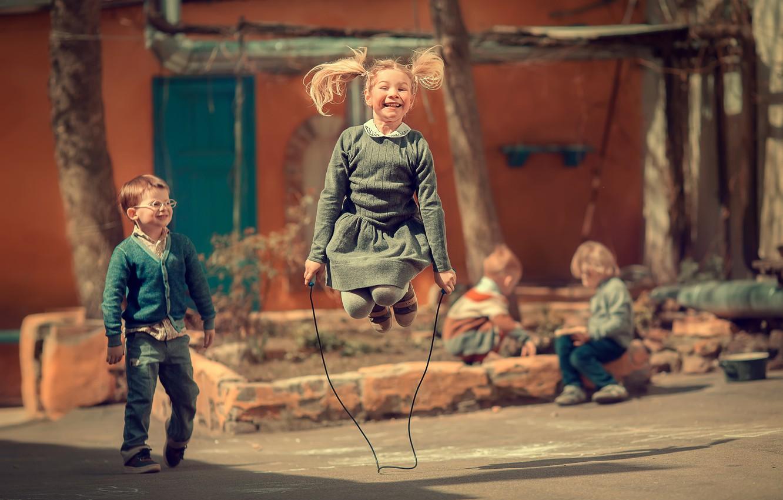 detstvo-deti-skakalka-devochka-malchik.j