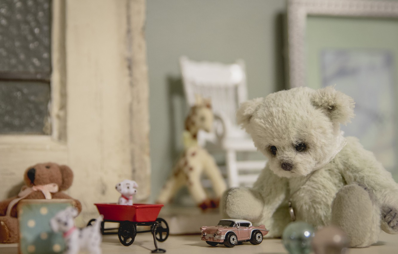 Фото обои игрушки, медвежонок, машинка, винтаж, собачки, плюшевый мишка