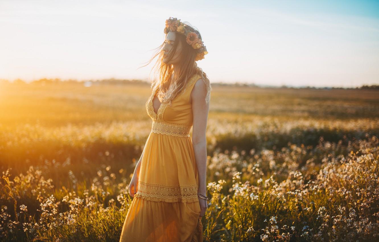 Фото в белом платье в поле