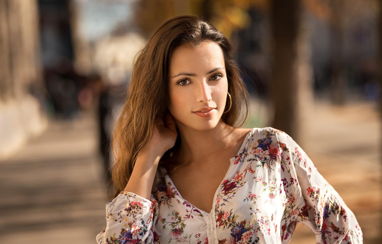 Фото обои взгляд, солнце, модель, портрет, макияж, прическа, шатенка, красотка, Marine, боке, Lods Franck