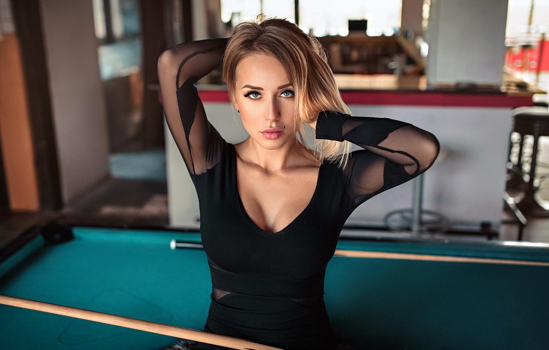 Фото обои girl, cleavage, Model, dress, photo, blue eyes, bokeh, lips, face, blonde, black dress, portrait, mole, …