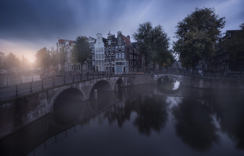 Фото обои город, Амстердам, канал, дымка, Нидерланды, мостики