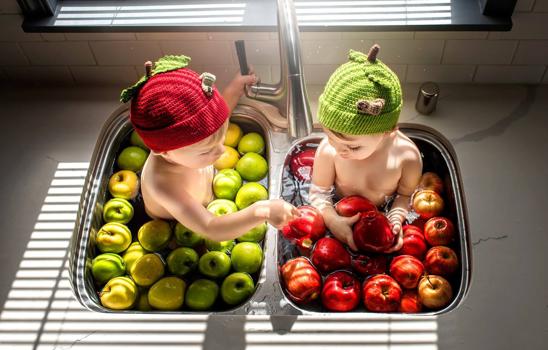 Фото обои дети, яблоки, мальчик, девочка