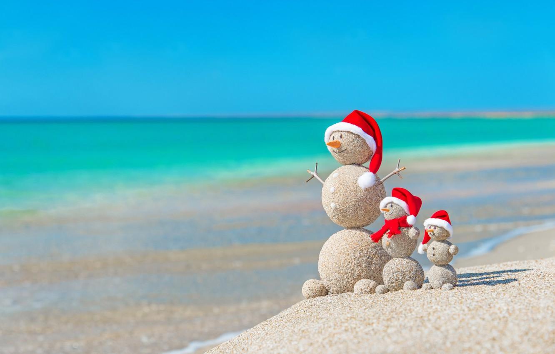 Фото обои песок, море, пляж, Новый Год, Рождество, снеговик, happy, Christmas, beach, sea, sand, New Year, Merry …