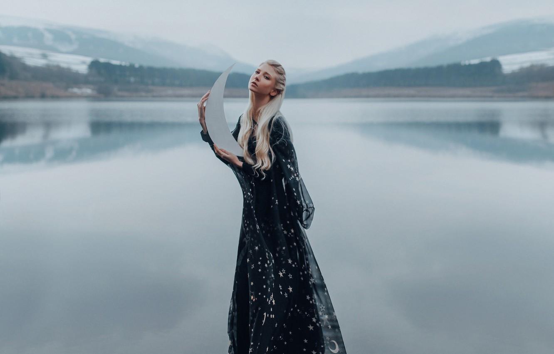 Фото обои вода, озеро, настроение, модель, ситуация, месяц, платье, Maria Amanda, Adam Bird