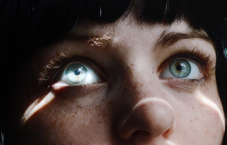 Фото обои глаза, взгляд, свет, лицо, ресницы, волосы, нос, брови, веснушки