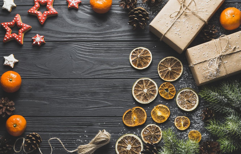 Фото обои звезда, ель, печенье, подарки, мандарин, сухой апельсин, новый год 2018