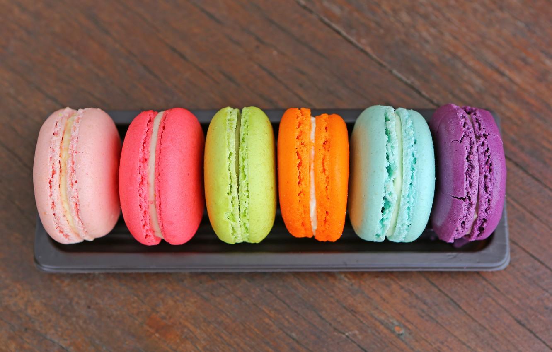 Фото обои colorful, десерт, wood, пирожные, сладкое, sweet, dessert, macaroon, french, macaron, макаруны