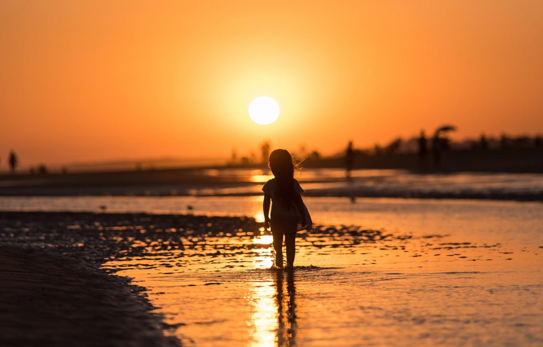 Фото обои море, закат, девочка