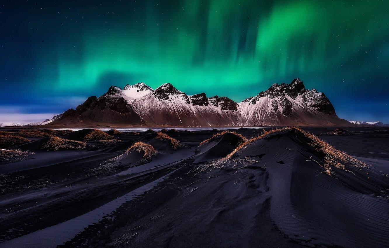 Фото обои пляж, небо, звезды, горы, ночь, северное сияние, Исландия, фьорд, мыс, Стокснес, Хорнафьордюр