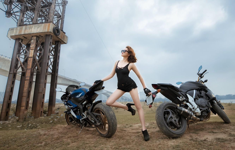 Фото обои девушка, поза, мотоциклы