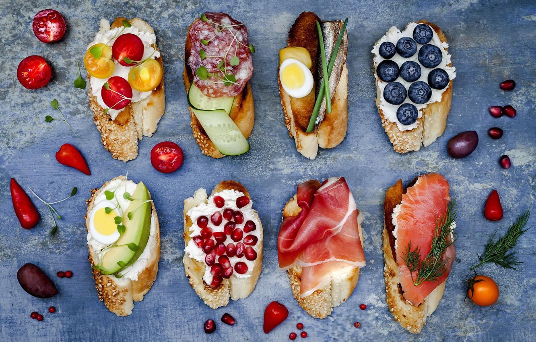 Фото обои ягоды, сыр, хлеб, овощи, багет, черри, бутерброды, ветчина, салями, брускетта, brushetta