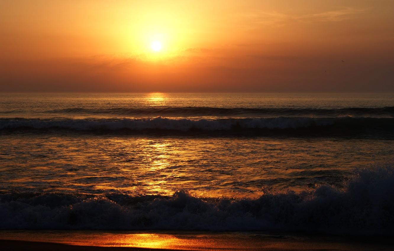 Фото обои песок, море, волны, пляж, лето, небо, солнце, закат, берег, summer, golden, сумерки, beach, sea, sunset, …