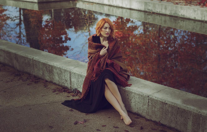 Фото обои осень, девушка, лицо, модель, шатенка, ножки, прохлада