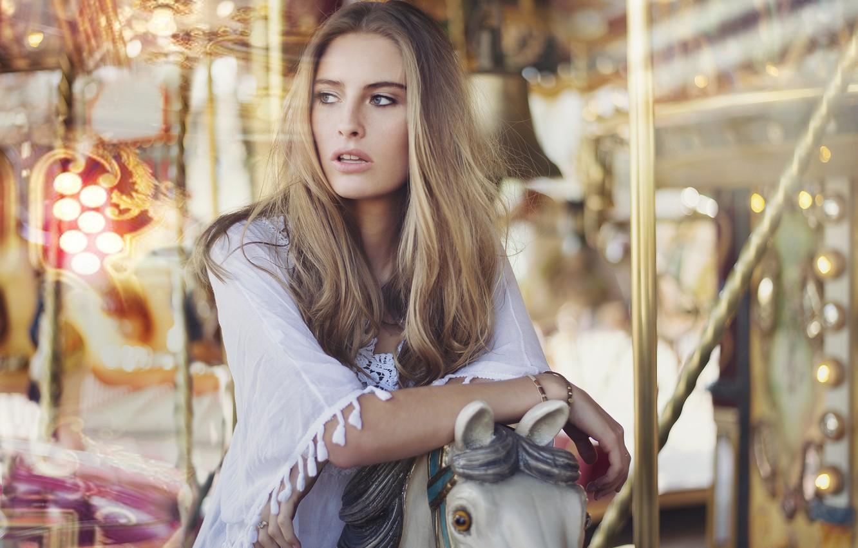 Фото обои девушка, портрет, блондинка, карусель