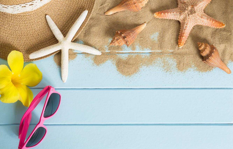 Фото обои песок, пляж, лето, отдых, звезда, шляпа, очки, ракушки, summer, beach, sand, starfish, sunglasses, seashells