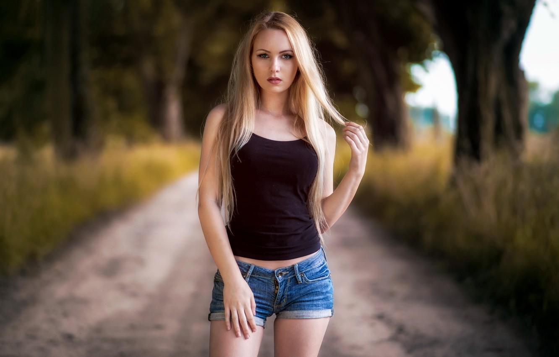 Фото обои girl, shorts, long hair, legs, trees, photo, photographer, blue eyes, model, lips, face, blonde, body, …
