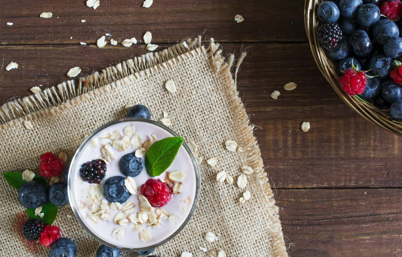 Фото обои ягоды, малина, черника, еживика, йогурт