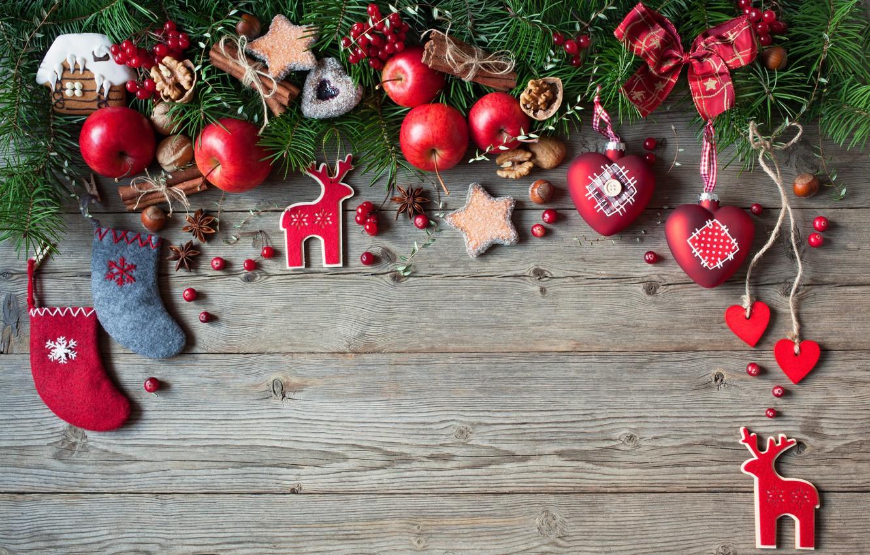 Фото обои украшения, ягоды, шары, яблоки, елка, Новый Год, печенье, Рождество, сердечки, фрукты, орехи, Christmas, wood, hearts, …