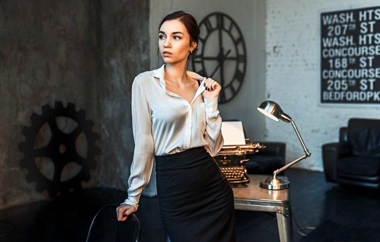 Фото обои девушка, юбка, блузка, кабинет, пишущая машинка, Даша, Dashuta Berezina