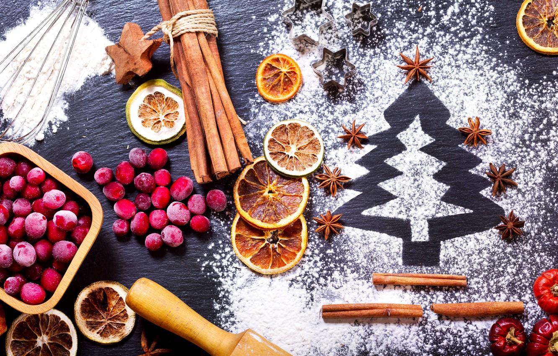Фото обои ягоды, праздник, апельсин, Новый год, корица, ёлочка, сахарная пудра, бадьян, клюква