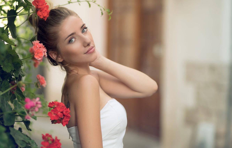 Фото обои girl, Model, dress, photo, brown, blue eyes, flowers, tattoo, lips, face, white top, portrait, mouth, …