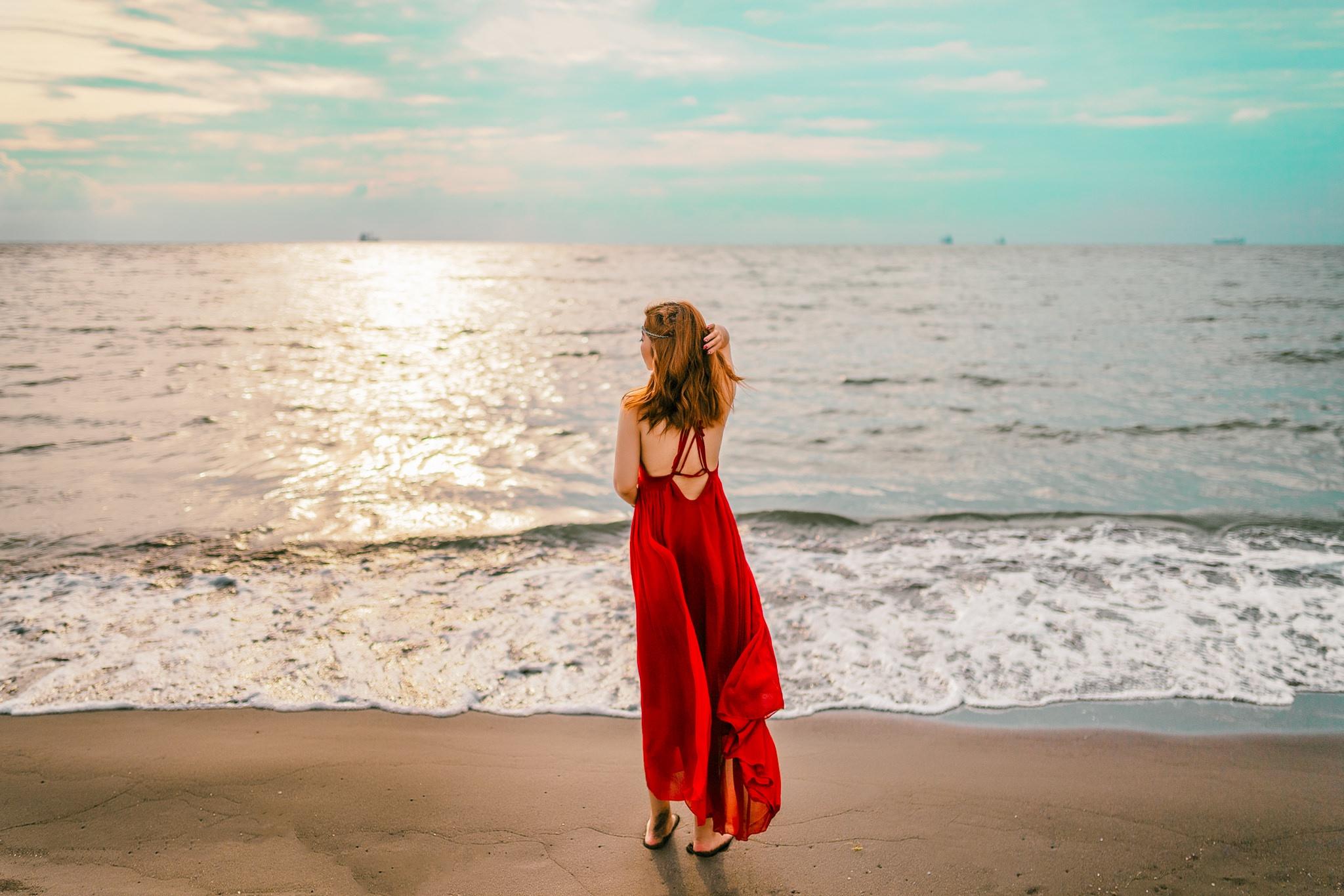 красные платья у моря фото отличен был всех