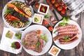 Картинка мясо, соус, зелень, тарелка, овощи, сосиски, помидоры, кабачки