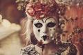 Картинка маска, девушка, венок, настроение