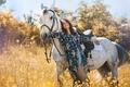 Картинка цветы, конь, рубашка, природа, шорты, брюнетка, девушка, лето, лошадь