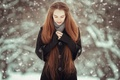 Картинка зима, девушка, снег, природа, руки, рыжая, снегопад, пальто, длинноволосая