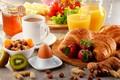 Картинка ягоды, круассан, ассорти, вкусности, яйцо, кофе, клубника