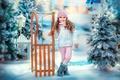 Картинка фонарь, санки, новый год, забор, зима, снег, праздник, ёлки, девочка