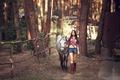 Картинка лес, девушка, отдых, волосы, лошадь, шорты, сапоги, рубашка, прогулка