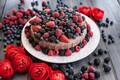 Картинка ежевика, пирог, крем, сладость, малина, ягоды, черника, ранункулюсы, торт, цветы