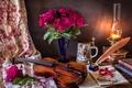 Картинка цветы, стиль, ноты, перо, скрипка, часы, книги, лампа, розы, букет, очки, кружка
