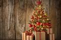 Картинка xmas, Рождество, шары, christmas tree, елка, доски, balls, украшения, gifts, шарики, decoration, wood, ёлка, merry ...