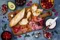 Картинка салями, ветчина, brushetta, хлеб, сыр, ягоды, бутерброды, багет, брускетта, черри, овощи