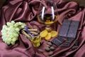 Картинка стакан, бокал, шоколад, виноград, ложка, ткань, корица, виски, курага