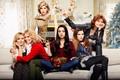 Картинка комната, диван, постер, подарки, Kristen Bell, ёлка, Cheryl Hines, Мила Кунис, комедия, Susan Sarandon, Mila ...