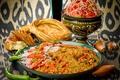 Картинка лук, хлеб, мясо, перец, рис, помидоры, салат, плов