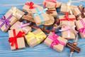 Картинка Xmas, Новый Год, подарки, Merry Christmas, Рождество, gift, елка, Christmas, wood, decoration