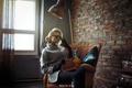 Картинка перчатки, кресло, очки, свитер, SOLOVЬEV, Юлия Филатова, Артем Соловьев, лампа, модель, стена, стиль
