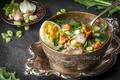 Картинка зелень, грибы, лук, суп, посуда, чеснок, лисички