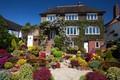 Картинка солнечно, цветы, лестница, сад, Англия, кусты, скамейки, дом, Walsall Garden, дизайн
