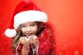 Картинка winter, радость, Новый год, New Year, child, girl, шапка, лицо, зима, снег, snow, девочка